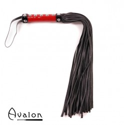 Avalon - WARRIOR - Sort og rød flogger med håndtak med nagler