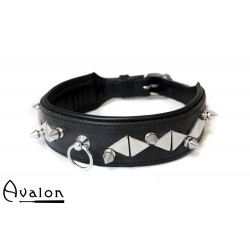 Avalon - GUINEVERE - Collar med Nagler og Røde Stener - Svart