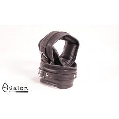 Avalon - Polstrete ankelcuffs Sort